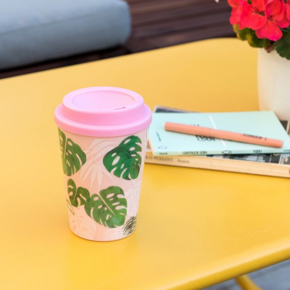tropical-palm-plastic-travel-cup-28174-lifestyle